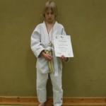 Aaron mit Medaille und Urkunde